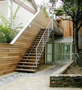 maison en bois escalier et verri re par sarl pascal gerard d 39 architectures. Black Bedroom Furniture Sets. Home Design Ideas