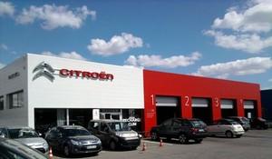Garage citro n par agence nebula d 39 architectures for Garage citroen nation paris 12