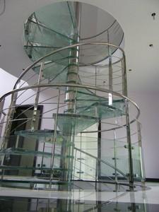 escalier helicoidal en verre